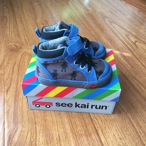 See Kai Run size 4 high top Robot Sneakers